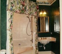 Suite-101-Bathroom