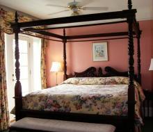Suite-201-Bed